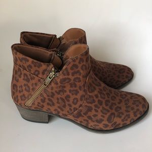 NEW WITHOUT TAGS Leopard Booties